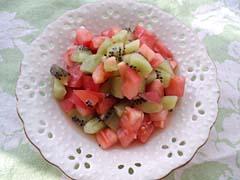 トマトとキウイの塩メープルあえ