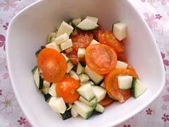トマトとズッキーニのハニージンジャーサラダ