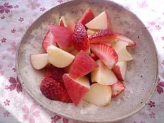 りんごといちごのレモンメープルあえ