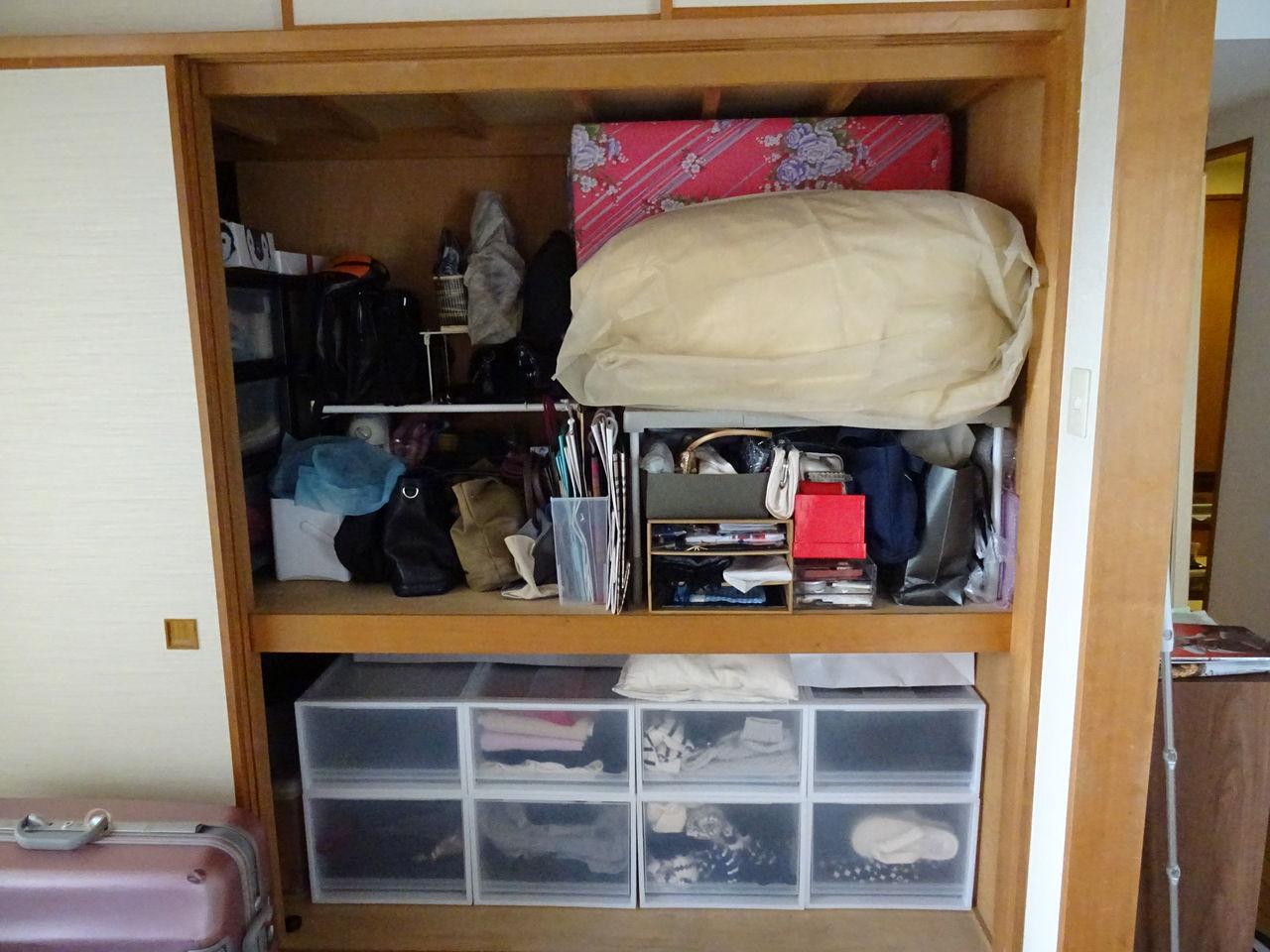 押入れの左側は奥行きがありすぎてとても使いづらく、適当にものを放り込んでいたのですが、こちらも整理。  実家から持ってきた3段衣装ケースは高さがあるので、上の ...