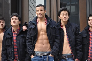 abercrombie_fitch_ginza_store_models_01-thumb-600x398-19766