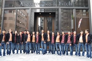 abercrombie_fitch_ginza_store_models_03-thumb-700x464-19768