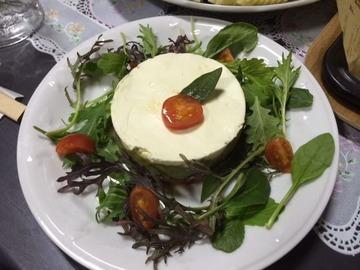 マグロとアボカドのミルフィーユサラダ