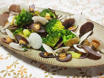 ブロッコリーと帆立の稚貝の塩昆布酒蒸し1