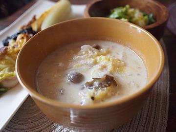 白菜とベビーホタテの酒粕豆乳スープ