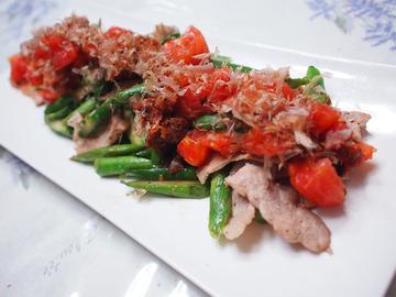 アスパラと豚肉のトマトおかかソースがけ