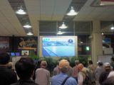 入口側に設置された大型映像装置