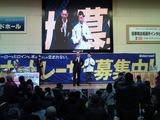 山田智彦アナからインタビューを受ける平石和男