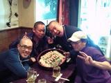 十三寿司を囲む十スポメンバー