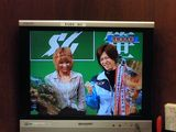 CMで共演したアッキーナとツーショットの岡崎恭裕