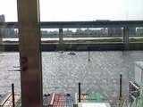 みっちぃ救助中。そして事故艇は対岸に接触。