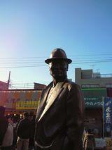柴又駅前の車寅次郎像