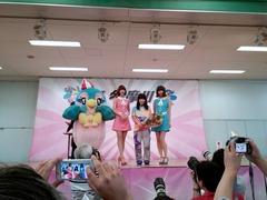 永井聖美とバニビの記念撮影