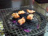 焼く前は平べったくても焼くとコロコロ丸まります