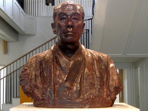 ①64福沢記念館銅像
