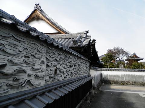 ①25自性寺塀