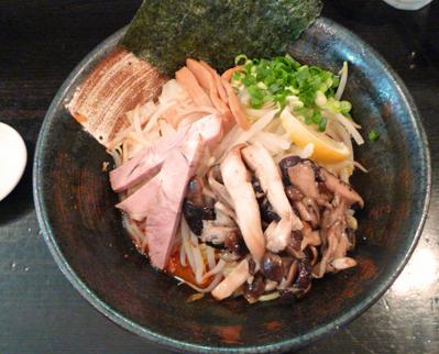 季節の限定汁なし きのこ辣醤麺