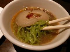 天香回味:緑色麺