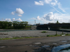 マルナカ:河川敷