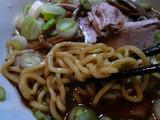 黒ナベ:麺