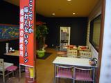 らすた(2):施設内部、外のテーブル席