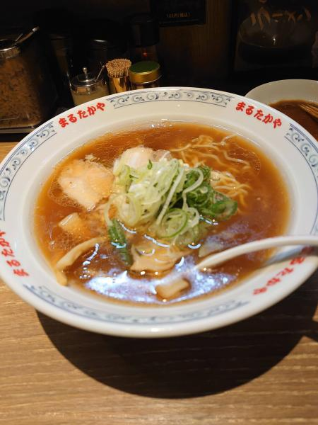 ラーメン「すぐに食べないとスープ吸っちゃうけどめちゃくちゃ麺の量多いですw」←これ
