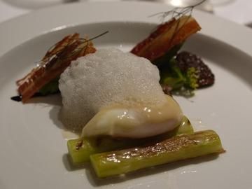 フレッシュモリーユ茸 アスパラガス 鳥骨鶏卵のポシェ ウイキョウ