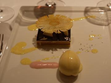 沖縄のパイナップルとチョコレート 桜花の蜂蜜アイス