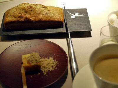 杏のミルク羊羹と焼きたてのパウンドケーキ