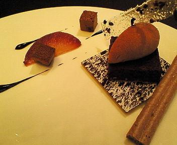 温かいガトーショコラ ブリュレに洋梨のクーリ