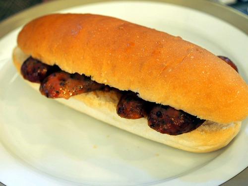 ソーセージのサンドイッチ