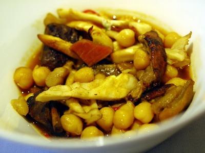 ガルバンゾと茸の煮込み