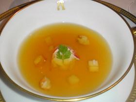 オマール海老の冷製コンソメスープ