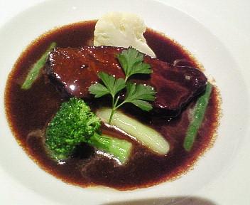牛ホホ肉の赤ワイン煮こみ
