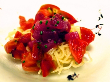 トマトとマグロのカッぺリーニ