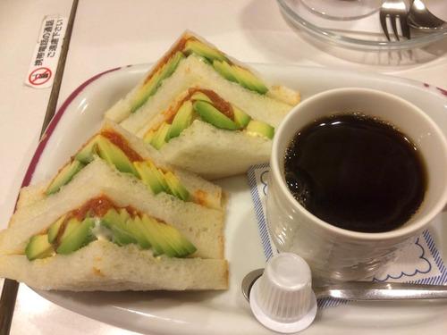 アボカドサンドイッチ