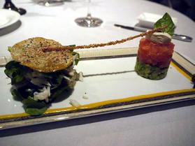 キングクラブのサラダとトマト・アボガド