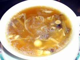 ふかひれと衣笠茸のスープ