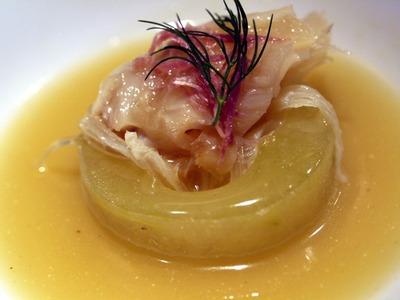 フカヒレと魚の浮袋と冬瓜の黄金スープ