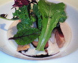 サーモンの軽い燻製 オリーブ風味のメークイン芋と魚卵のピュレ