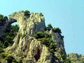 アーチの岩