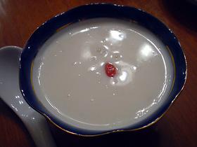 自家製甘酒入り温杏仁スープ