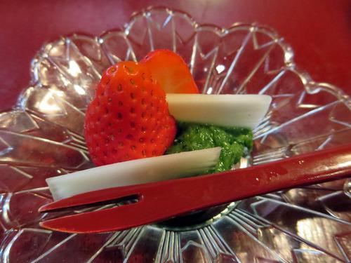 苺とうど木の芽ソース