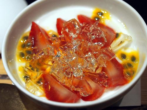 苺とパッションフルーツのココナッツプリン