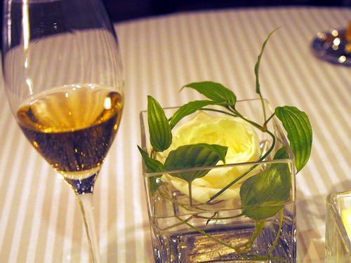 シャンパンと白薔薇