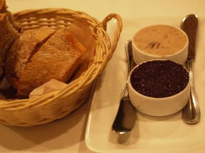 パンとパテ、オリーブの