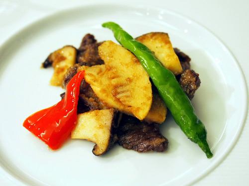 シャロレー牛と野菜の胡麻風味炒め