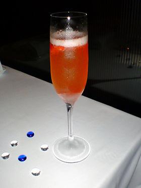 苺のシャンパンカクテル