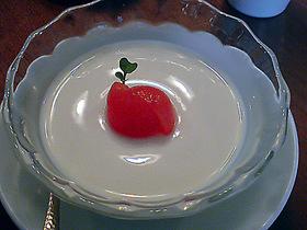豆乳プリン プチトマトのコンポート添え
