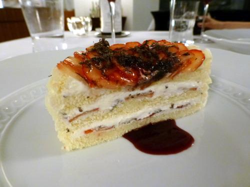 苺と黒トリュフのケーキ